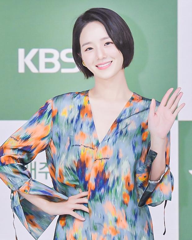 Yeonwoo (MOMOLAND) lộ diện lần đầu sau tin hẹn hò Lee Min Ho, chân dài nuột nà chặt đẹp cả mỹ nhân Điên Thì Có Sao - Ảnh 7.