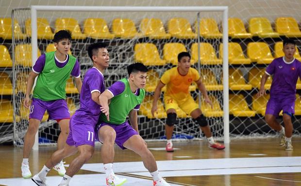 Tuyệt vời!! Đội tuyển futsal Việt Nam nghẹt thở vượt qua Panama tại World Cup, tiến gần tới tấm vé đi tiếp - Ảnh 27.