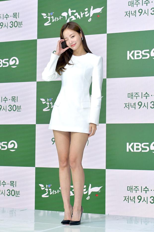Yeonwoo (MOMOLAND) lộ diện lần đầu sau tin hẹn hò Lee Min Ho, chân dài nuột nà chặt đẹp cả mỹ nhân Điên Thì Có Sao - Ảnh 3.