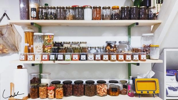 Căn bếp gây sốt với tủ gia vị đồ sộ như siêu thị, nghe gia chủ giải thích lý do mới thấy độ khoa học - Ảnh 8.