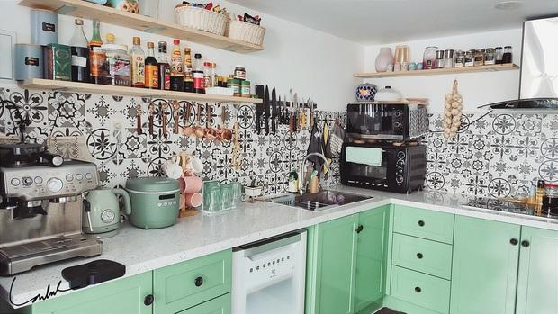 Căn bếp gây sốt với tủ gia vị đồ sộ như siêu thị, nghe gia chủ giải thích lý do mới thấy độ khoa học - Ảnh 4.