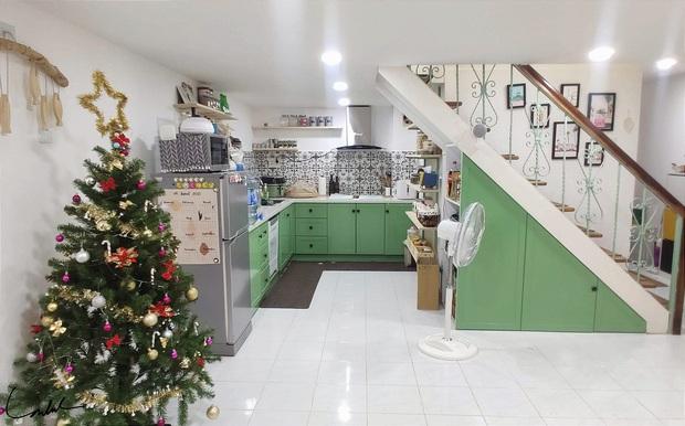 Căn bếp gây sốt với tủ gia vị đồ sộ như siêu thị, nghe gia chủ giải thích lý do mới thấy độ khoa học - Ảnh 1.