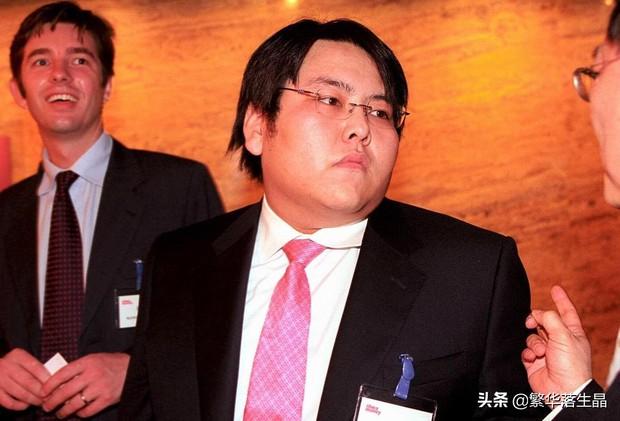 """""""Đệ nhất công tử Trung Quốc"""" tiêu sạch 46.000 tỷ đồng với lối ăn chơi trác táng đi vào truyền kỳ, cuộc sống hiện tại thảm thương đến khó tin - Ảnh 2."""