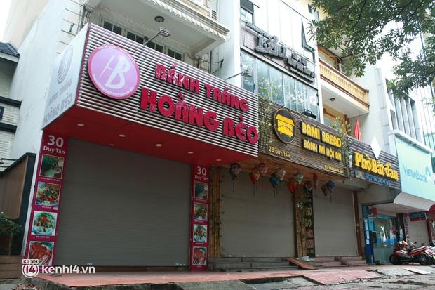 Hà Nội: Người tất bật dọn dẹp, nơi cửa đóng then cài trước thời điểm được mở cửa bán hàng trở lại - Ảnh 5.