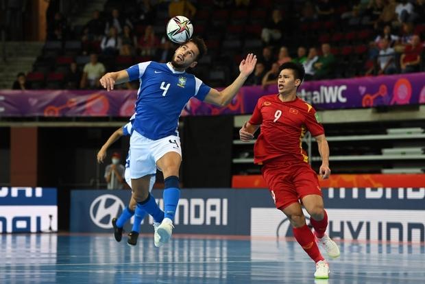 Tuyệt vời!! Đội tuyển futsal Việt Nam nghẹt thở vượt qua Panama tại World Cup, tiến gần tới tấm vé đi tiếp - Ảnh 28.