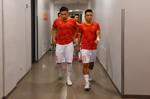 Tuyệt vời!! Đội tuyển futsal Việt Nam nghẹt thở vượt qua Panama tại World Cup, tiến gần tới tấm vé đi tiếp - Ảnh 22.