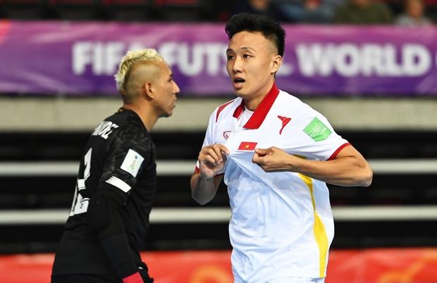 Tuyệt vời!! Đội tuyển futsal Việt Nam nghẹt thở vượt qua Panama tại World Cup, tiến gần tới tấm vé đi tiếp - Ảnh 3.