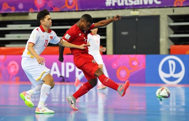 Tuyệt vời!! Đội tuyển futsal Việt Nam nghẹt thở vượt qua Panama tại World Cup, tiến gần tới tấm vé đi tiếp - Ảnh 10.