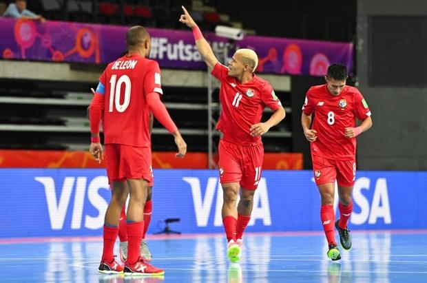 Tuyệt vời!! Đội tuyển futsal Việt Nam nghẹt thở vượt qua Panama tại World Cup, tiến gần tới tấm vé đi tiếp - Ảnh 12.