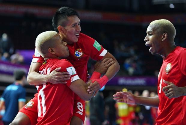 Tuyệt vời!! Đội tuyển futsal Việt Nam nghẹt thở vượt qua Panama tại World Cup, tiến gần tới tấm vé đi tiếp - Ảnh 8.
