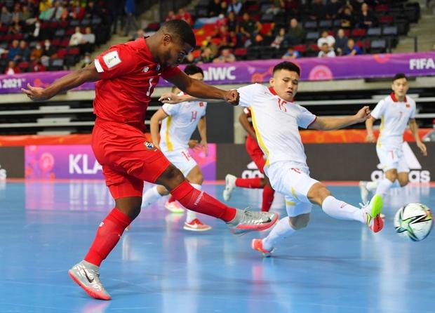 Tuyệt vời!! Đội tuyển futsal Việt Nam nghẹt thở vượt qua Panama tại World Cup, tiến gần tới tấm vé đi tiếp - Ảnh 7.