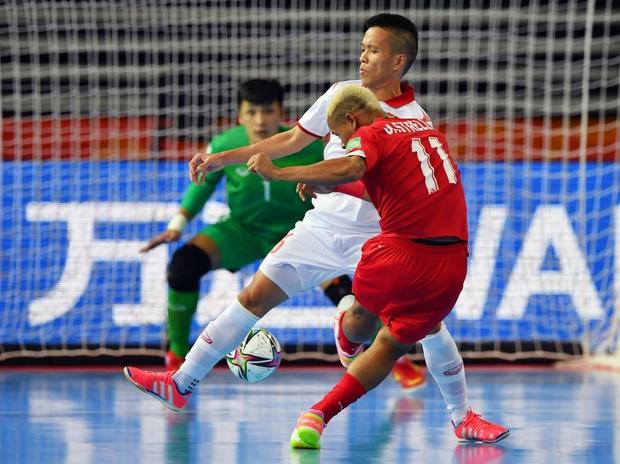 Tuyệt vời!! Đội tuyển futsal Việt Nam nghẹt thở vượt qua Panama tại World Cup, tiến gần tới tấm vé đi tiếp - Ảnh 6.