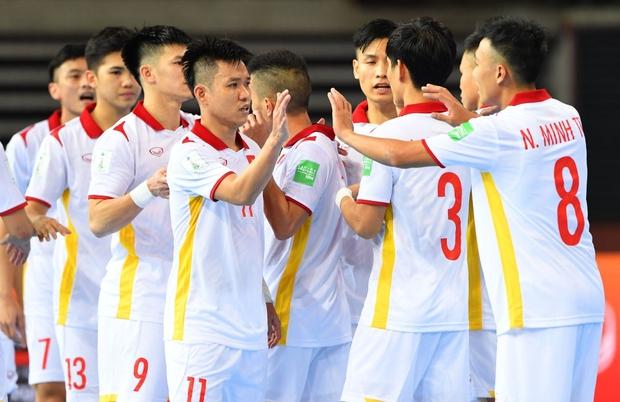 Tuyệt vời!! Đội tuyển futsal Việt Nam nghẹt thở vượt qua Panama tại World Cup, tiến gần tới tấm vé đi tiếp - Ảnh 4.