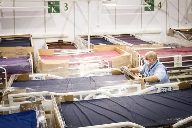Bệnh viện từ chối bệnh nhân, người Mỹ lại chết ngạt giữa cơn bão biến chủng Covid (Delta) quá hung hãn - Ảnh 3.