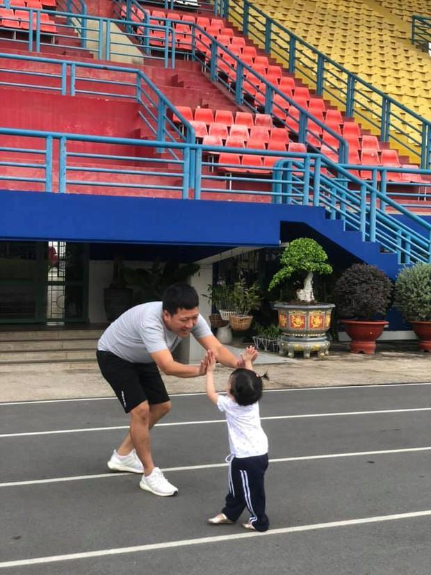 Ái nữ nhà Trường Giang 2 tuổi đã biết dọn dẹp đón bố comeback, Nhã Phương để lộ điểm cưng xỉu của nhóc tỳ! - Ảnh 6.
