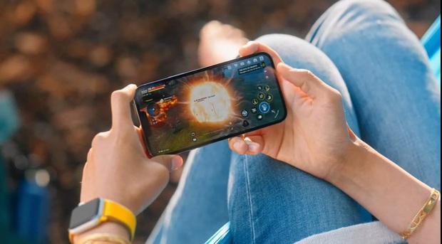 Trên tay bom tấn Mobile xuất hiện trong lễ ra mắt iPhone 13, áp đảo hoàn toàn với Tốc Chiến năm ngoái - Ảnh 1.