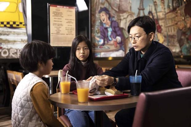 Mẹ kế giết con chồng, ép chị gái 10 tuổi nhận tội thay: Vụ án rúng động xứ Hàn lên phim, bóc trần pháp luật đầy lỗ hổng - Ảnh 2.