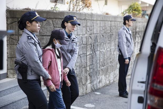Mẹ kế giết con chồng, ép chị gái 10 tuổi nhận tội thay: Vụ án rúng động xứ Hàn lên phim, bóc trần pháp luật đầy lỗ hổng - Ảnh 3.