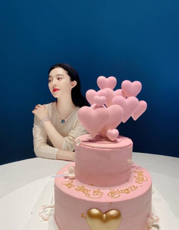 Quản lý quyền lực Cbiz hé lộ tiệc sinh nhật tuổi 40 của Phạm Băng Băng, nhan sắc nữ thần ra sao sau bao thăng trầm? - Ảnh 3.