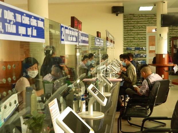 Công sở TP.HCM áp dụng thẻ xanh, hoạt động bình thường sau 15/1/2022 - Ảnh 1.