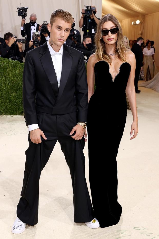 Hé lộ cảm xúc thật của Justin Bieber và vợ khi bị khán giả réo tên Selena ở Met Gala - Ảnh 7.
