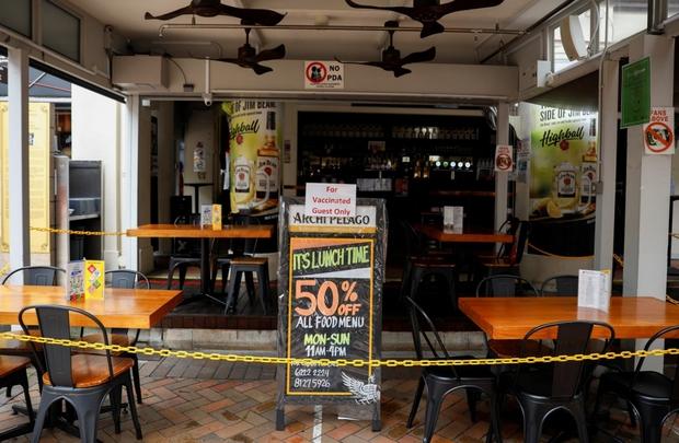 """Những người chưa tiêm vaccine Covid-19 ở Singapore """"tổn thương"""" vì bị phân biệt đối xử - Ảnh 1."""
