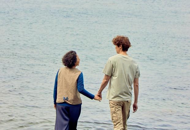 2 phim Hàn có nữ chính đáng tuổi mẹ nam chính bị chỉ trích thậm tệ: Là tình yêu hay câu khách bất chấp? - Ảnh 4.