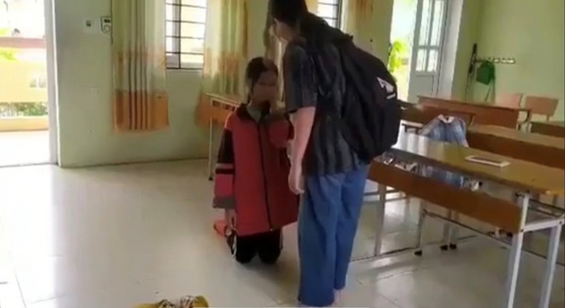 Nữ sinh Lạng Sơn bị bạn tát liên tiếp vào mặt, bắt quỳ giữa lớp học - Ảnh 1.