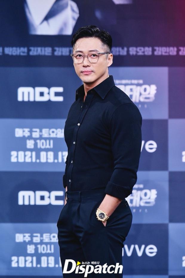 Dàn sao đổ bộ sự kiện: Nam Goong Min lột xác thành nam thần 6 múi, mỹ nhân Gia Đình Là Số 1 đổi thái độ sau tin đồn cặp đại gia - Ảnh 2.