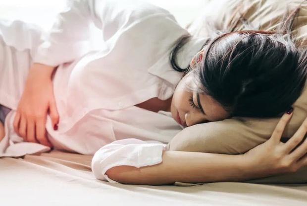 4 biểu hiện lạ khi ngủ cho thấy gan đang kém, xem thử bạn có gặp phải điều nào không - Ảnh 1.