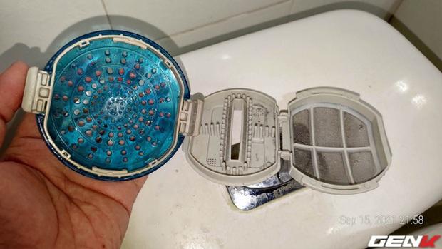 Dùng máy giặt bao nhiêu năm, bạn đã từng thử tháo cục này ra chưa? Nếu chưa thì đừng shock nhé - Ảnh 12.