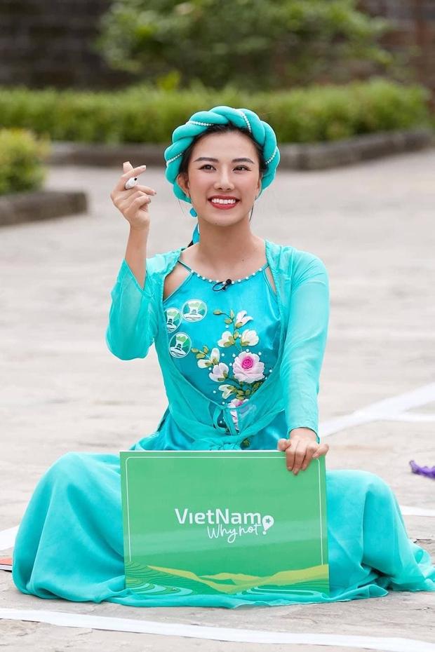 Màn nhắc bài đi vào lòng đất của Á hậu Kim Duyên trên truyền hình: Bước tới... đèo Hải Vân bóng xế tà - Ảnh 3.