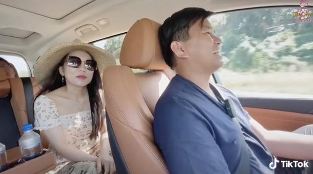 Triệu phú đô la Vương Phạm kể chuyện tình yêu, cầu hôn vợ bằng 1 câu: Cưới tui đi, tui tặng bà chiếc xe - Ảnh 3.