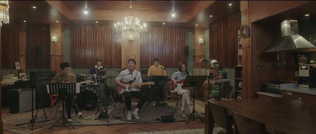 Hospital Playlist 2 TẬP CUỐI kết thúc viên mãn mà dang dở: Ik Jun - Song Hwa yêu nhau tới bến, đôi Bồ Câu vẫn mập mờ? - Ảnh 10.