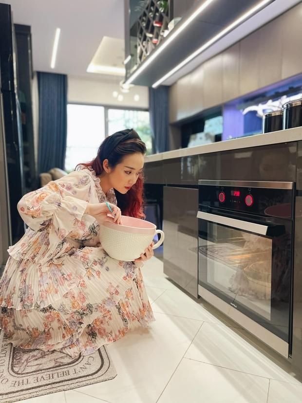 Cô nàng review lò nướng âm tủ Hafele hot hit cực kỳ có tâm, ngạc nhiên nhất là màn so sánh với nồi chiên không dầu - Ảnh 1.