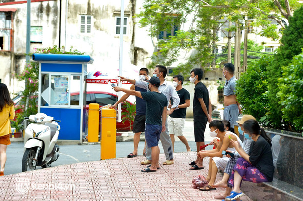 Hàng xóm bàng hoàng khi biết bé gái 6 tuổi ở Hà Nội tử vong nghi bị bạo hành: Con bé rất ngoan và xinh xắn - Ảnh 3.