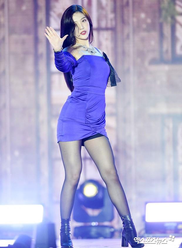 Ngắm body mướt mát của Joy (Red Velvet) qua loạt sân khấu đỉnh cao này chắc fan tiếc lắm, vì giờ cô ấy đã là bồ người ta - Ảnh 27.