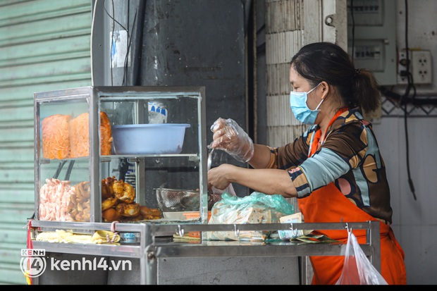 Người Sài Gòn rần rần đặt đồ ăn online: Quán xá chuẩn bị hàng trăm đơn, shipper hoạt động hết công suất mới kịp giao cho khách - Ảnh 18.