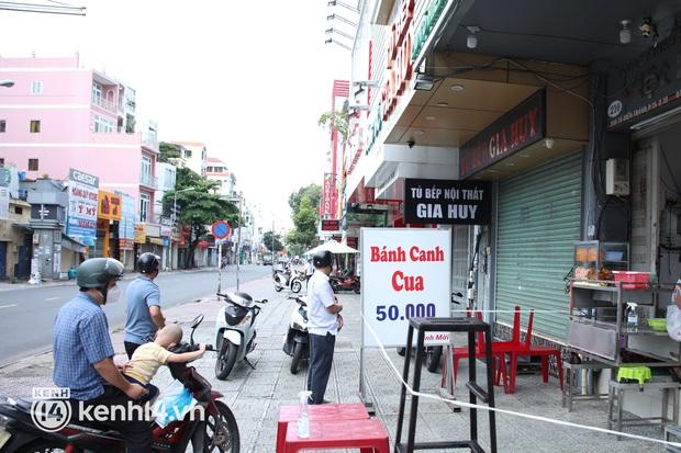 Người Sài Gòn rần rần đặt đồ ăn online: Quán xá chuẩn bị hàng trăm đơn, shipper hoạt động hết công suất mới kịp giao cho khách - Ảnh 17.
