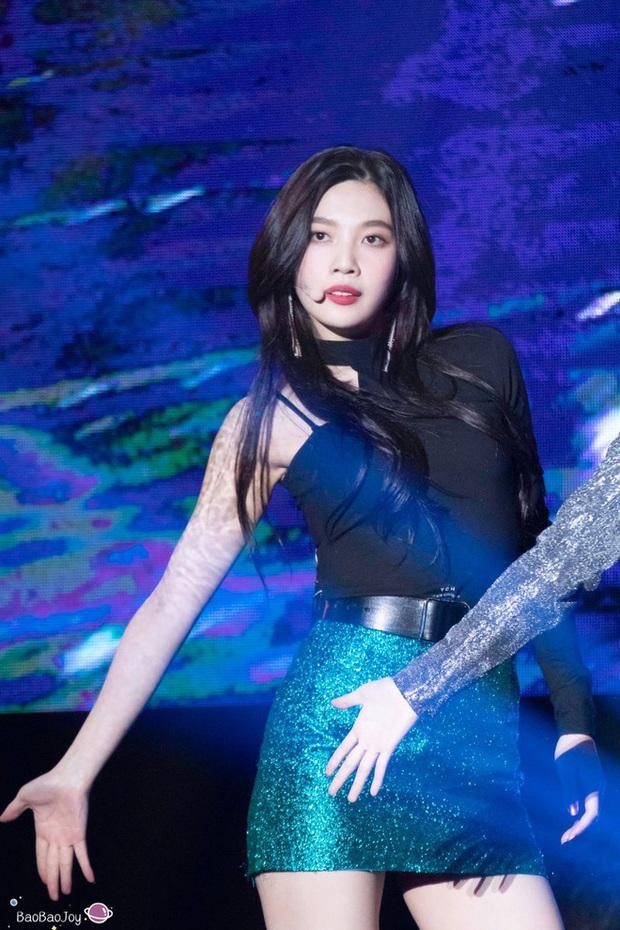 Ngắm body mướt mát của Joy (Red Velvet) qua loạt sân khấu đỉnh cao này chắc fan tiếc lắm, vì giờ cô ấy đã là bồ người ta - Ảnh 14.