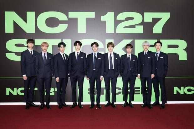 NCT 127 chiêu đãi cả bữa tiệc visual nhưng vẫn có 1 đặc sản khiến netizen phải hoang mang - Ảnh 5.