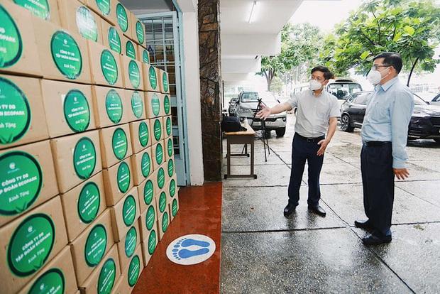 100.000 lọ thuốc đặc trị Covid-19, sản xuất bởi hãng dược lớn nhất thế giới đã về đến Việt Nam - Ảnh 1.