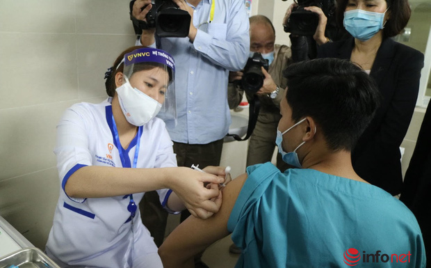 Người không chịu tiêm vắc xin phòng Covid-19 để lây bệnh có thể bị phạt tù - Ảnh 1.