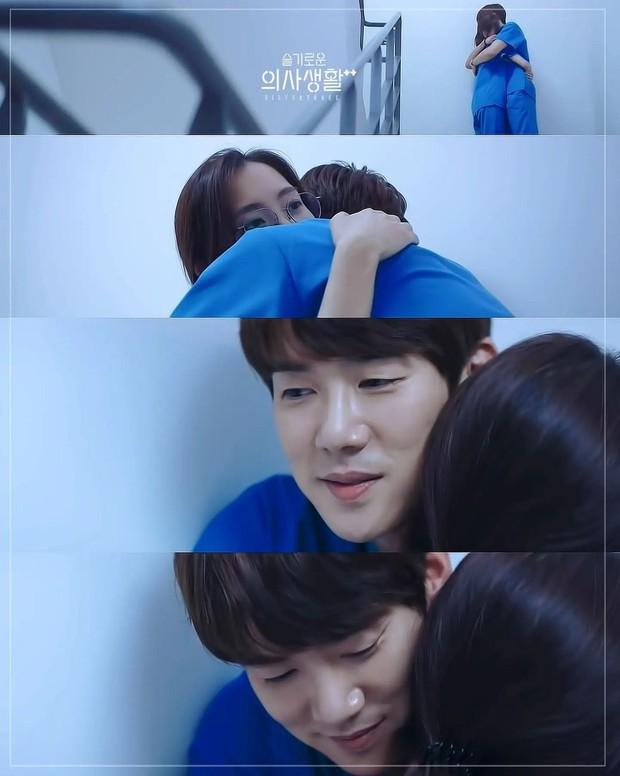 4 điều tiếc hùi hụi ở tập cuối Hospital Playlist 2: Buồn nhất loveline đôi Bồ Câu, con cưng của Ik Jun - Song Hwa lại mất hút! - Ảnh 7.