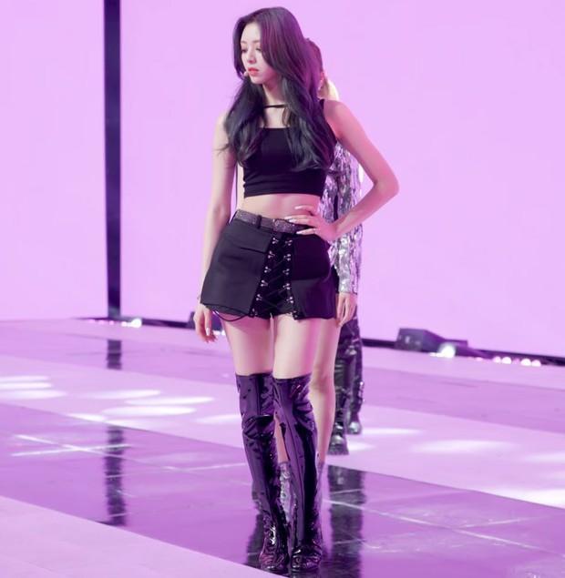 Hội nữ idol Thủy thủ Mặt Trăng của Kpop: Lisa được lấy làm thước đo, thành viên hậu bối dù visual gây tranh cãi vẫn được kết nạp - Ảnh 13.