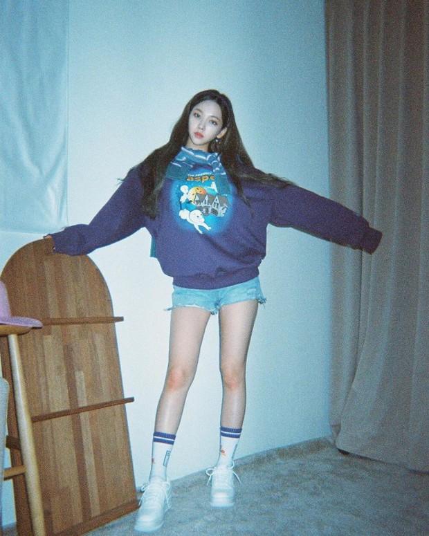 Hội nữ idol Thủy thủ Mặt Trăng của Kpop: Lisa được lấy làm thước đo, thành viên hậu bối dù visual gây tranh cãi vẫn được kết nạp - Ảnh 27.