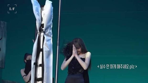 28 giây bổ mắt sáng thứ 7: Cận cảnh Lisa tập múa cột, khoe trọn combo thánh body cùng kĩ nghệ main dancer trứ danh Kpop - Ảnh 3.
