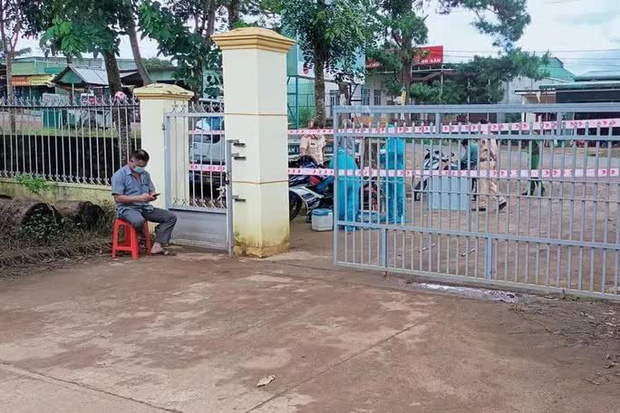 Cổng trụ sở Công an xã Quảng Sơn được phong tỏa để phòng chống dịch bệnh Covid-19. Ảnh D.P