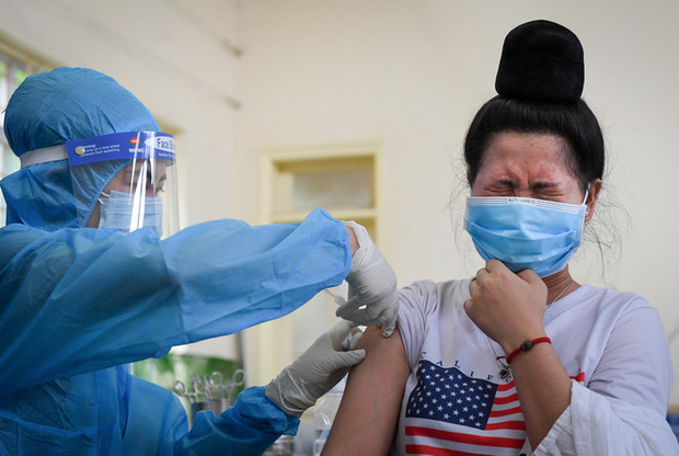 Tỉnh thứ 3 phấn đấu tiêm vắc xin mũi 1 cho 100% người dân sau Hà Nội và TP.HCM - Ảnh 2.
