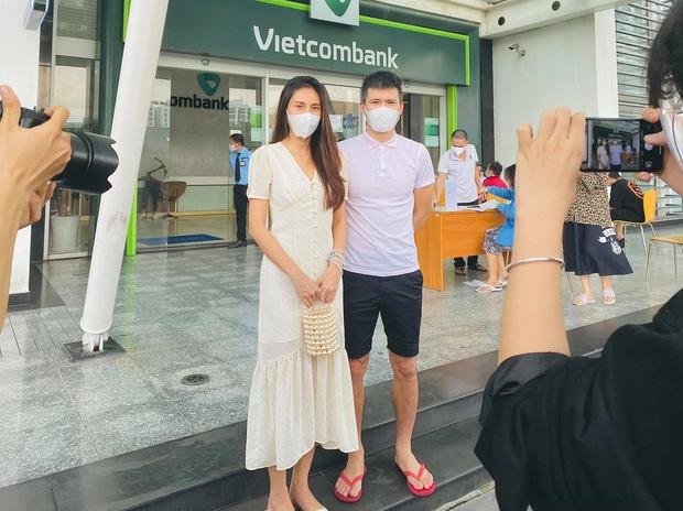 """Giữa cơn sốt 18.000 trang sao kê của Thủy Tiên, """"chồng quốc dân"""" ĐT Việt Nam bất ngờ có pha """"đụng độ"""" Công Vinh - Ảnh 1."""